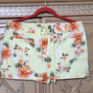 Old navy hibiscus 🌺 skort size 10